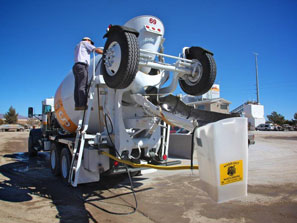 Gravity-fed bucket and tank Chute Rinse Out System on mix truck